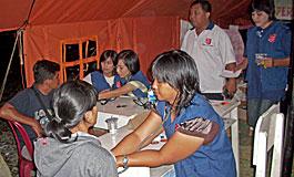 救世軍医療チームは被災した各集落を訪問